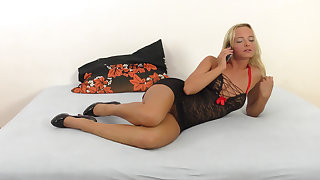 Blonde's squirting aspirations