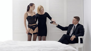 Hot couple having fun encircling a doomed approximately babe