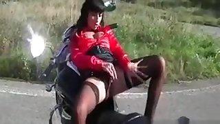 Bitchy babe masturbates cunt outdoor