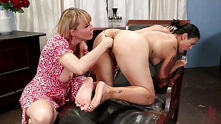 Mom plays with friend's pussy in lesbian home porn